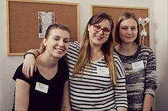 Dobrovoľníčky nemocnice a organizátorky projektu Čítanie ako terapia: Ivana Staviarska, Kristína Lenčéšová, Lucia Szabóová