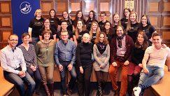 Čítajúci a čítajúce s organizačným tímom UNL 2017