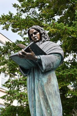 Matej Bel - socha