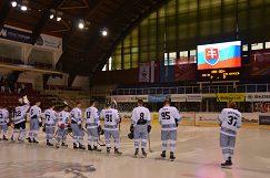 Sovenskú hymnu zaspievali študentky UMB z UFS Mladosť.