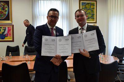 Zľava: prof. dr. sc. Zoran Tomić, rektor Univerzity v Mostare a doc. Ing. Vladimír Hiadlovský, PhD., rektor UMB