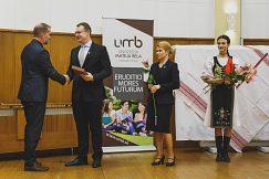 Odovzdanie ocenenia rektorom UMB