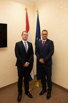 Zľava: doc. Ing. Vladimír Hiadlovský, PhD., rektor UMB a  prof. dr. sc. Zoran Tomić, rektor Univerzity v Mostare