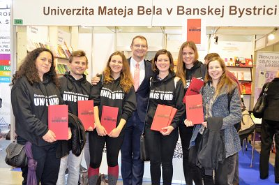 Študentský divadelný súbor UNIS UMB s pánom rektorom