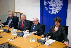 Predsednícky stôl pri uvádzaní monografie do života