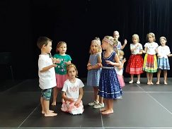 Folk dance school for youngsters with UMB