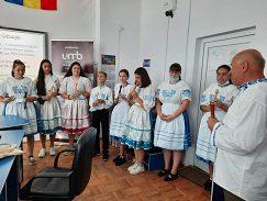počas slávnostného otvorenia školenia sa predstavili mladí Slováci z Bodonoša