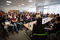 Vzdelávacie centrum Mateja Bela spoza diskusného stola