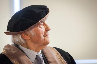 Ján Valach prebral Doctor honoris causa