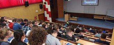 Stredoškoláci sa na jeden deň stali časticovými fyzikmi