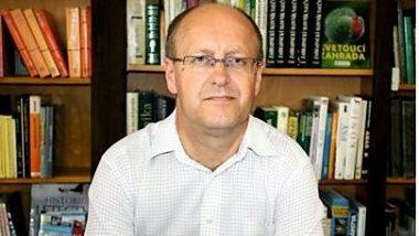 Nová kniha doc. PaedDr. Júliusa Lomenčíka, PhD. Jazyk a dorozumievanie