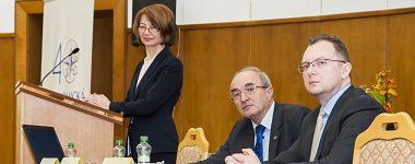 Študenti na Ekonomickej fakulte UMB v Banskej Bystrici diskutovali s guvernérom Národnej banky Slovenska