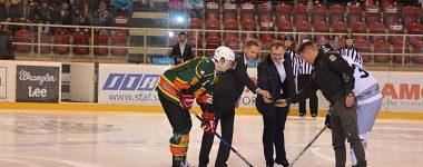 Univerzitnému hokeju a štúdiu fandilo na zimáku viac ako 900 stredoškolákov